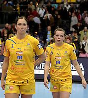 Handball Champions League  Frauen Damen - HCL HC Leipzig : HYPO Niederösterreich - Arena Leipzig - im Bild: Rannveig Haugen und Louise Lyksborg (r.) nach dem Spiel. Porträt. Foto: Norman Rembarz...