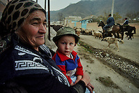Mukhol/ Cabardino-Balcaria/Caucaso.<br /> Scena di vita quotidiana nella remota Valle di Ullu-Balkar, cuore delle tradizioni dei Balcari.<br /> Scene of daily life in the remote valley of Ullu-Balkar, the heart of the traditions of Balkars.<br /> Photo Livio Senigalliesi