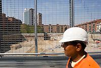 """milano, cantieri al quartiere isola per il progetto di riqualificazione dell'area di porta nuova --- milan, construction sites at isola district for the requalification project of the """"porta nuova"""" area."""