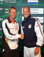 17-9-09, Netherlands,  Maastricht, Tennis, Daviscup Netherlands-France, Draw, De beiden captains Jan Siemerink en Guy Forget(r)