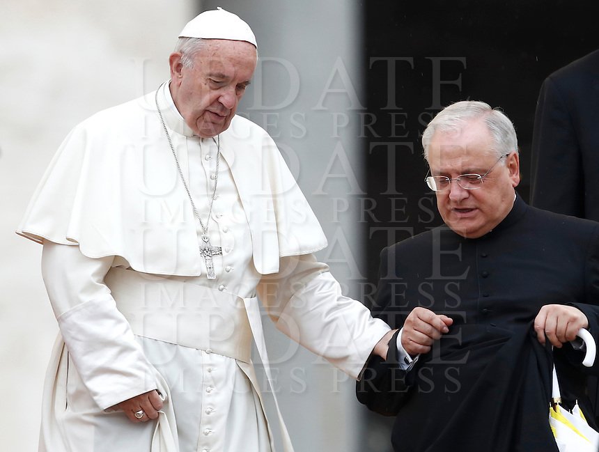Papa Francesco e Monsignor Leonardo Sapienza al termine dell'udienza generale del mercoledi' in Piazza San Pietro, Citta' del Vaticano, 26 ottobre 2016.<br /> Pope Francis and Monsignor Leonardo Sapienza leave at the end of his weekly general audience in St. Peter's Square at the Vatican, 26 October 2016.<br /> UPDATE IMAGES PRESS/Isabella Bonotto<br /> <br /> STRICTLY ONLY FOR EDITORIAL USE