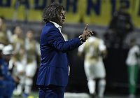 IBAGUE - COLOMBIA, 24-04-2019: Alberto Gamero técnico del Tolima gesticula durante partido por la ronda 4, grupo G, de la Copa CONMEBOL Libertadores 2019 entre Deportes Tolima de Colombia y Boca Juniors de Argentina jugado en el estadio Manuel Murillo Toro de la ciudad de Ibagué. / Alberto Gamero coach of Tolima gestures during match as part of round 4, group G, of Copa CONMEBOL Libertadores 2019 between Deportes Tolima of Colombia and Boca Juniors of Argentina played at Manuel Murillo Toro stadium in Ibague city. Photo: VizzorImage / Alejandro Rosales / Cont