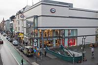 """Eindruecke vom ersten Tag des zweiten sog. """"Corona-Lockdown"""" aus der Berliner Sclossstrasse, eine der beliebtesten Einkaufsstrassen.<br /> Im Bild: Eine geschlossenen C&A-Filiale.<br /> 16.12.2020, Berlin<br /> Copyright: Christian-Ditsch.de"""