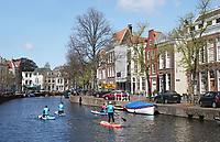 Nederland Leiden 2021.   Suppen in Leiden. Rapenburg.  Foto ANP / Hollandse Hoogte /  Berlinda van Dam