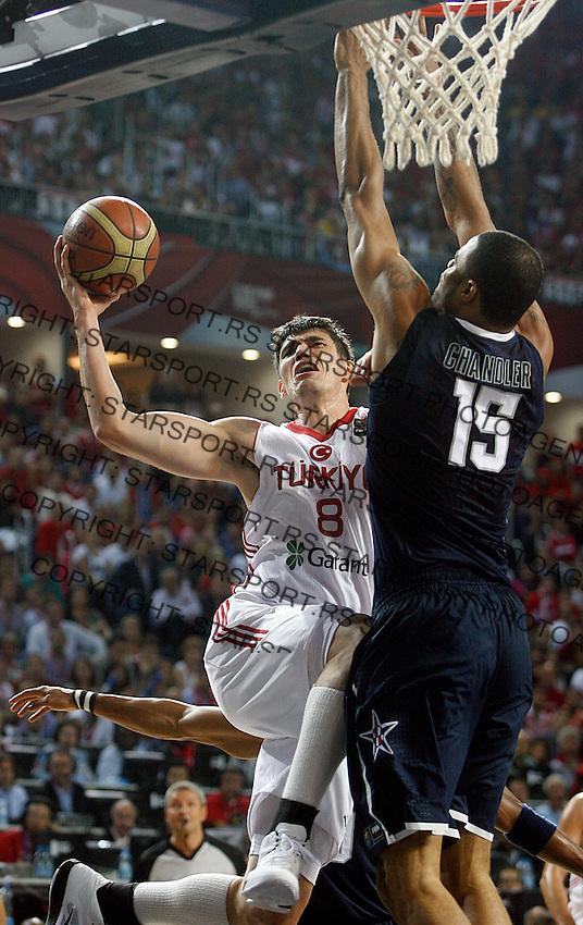 Hidayet TURKOGLU (Turkey) shoots over Tyson CHANDLER (USA) during the Final World championship basketball match against USA in Istanbul, Turkey-USA, Turkey on Sunday, Sep. 12, 2010. (Novak Djurovic/Starsportphoto.com) .