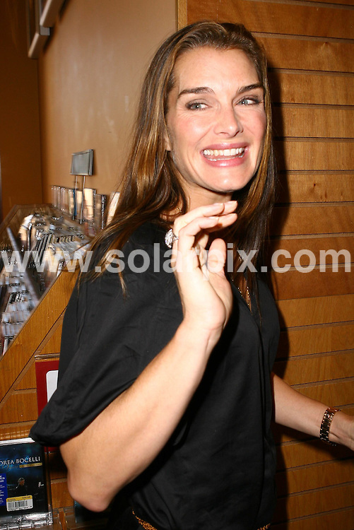 **ALL ROUND PICTURES FROM SOLARPIX.COM**.**WORLDWIDE SYNDICATION RIGHTS**.**NO PUBLICATION IN AUSTRALIA, DENMARK, GERMANY, NEW ZEALAND, RUSSIA, UK OR USA**.Brooke Shields at Welcome to The World, Baby book signing at Borders book store in Northridge, California, USA. 23rd August 2008..This pic: Brooke Shields..JOB REF: 7112 LAP/VIP HD       DATE: 23_08_2008.**MUST CREDIT SOLARPIX.COM OR DOUBLE FEE WILL BE CHARGED* *UNDER NO CIRCUMSTANCES IS THIS IMAGE TO BE REPRODUCED FOR ANY ONLINE EDITION WITHOUT PRIOR PERMISSION*