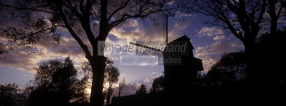 Europe/France/Nord-Pas-de-Calais/59/Nord/Cassel : Le moulin dans la lumière du soir