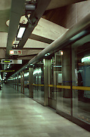 London:  Jubilee Line.  Sliding glass panels between platform and track.  Photo 2005.