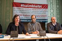 Uebergabe von 15000 Unterschriften zur Unterstuetzung des Staatsminister fuer Wohnen in Berlin, Dr. Andrej Holm im Berliner Abgeordnetenhaus.<br /> Holm steht wegen seiner mehrmonatigen Mitgliedschaft als Mitarbeiter der Staatssicherheit als 18jaehriger in der Kritik. Vertreter aus der Bauwirtschaft, Hauptstadtjournalisten und der Opposition versuchen ihn aufgrund dieser Vergangenheit aus seinem Amt als Staatssekretaer zu draengen.<br /> Gegen dieses Vorhaben und als Unterstuetzung wurden den Fraktionsvorsitzenden von B90/Gruene und Linkspartei 15.000 Unterschriften uebergeben.<br /> Im Bild vlnr.: Antje Kapp, Fraktionsvorsitzende B90/Gruene; Rouzbeh Taheri, fuer die Initiative; Udo Wolf, Fraktionsvorsitzender der Linkspartei.<br /> 12.1.2017, Berlin<br /> Copyright: Christian-Ditsch.de<br /> [Inhaltsveraendernde Manipulation des Fotos nur nach ausdruecklicher Genehmigung des Fotografen. Vereinbarungen ueber Abtretung von Persoenlichkeitsrechten/Model Release der abgebildeten Person/Personen liegen nicht vor. NO MODEL RELEASE! Nur fuer Redaktionelle Zwecke. Don't publish without copyright Christian-Ditsch.de, Veroeffentlichung nur mit Fotografennennung, sowie gegen Honorar, MwSt. und Beleg. Konto: I N G - D i B a, IBAN DE58500105175400192269, BIC INGDDEFFXXX, Kontakt: post@christian-ditsch.de<br /> Bei der Bearbeitung der Dateiinformationen darf die Urheberkennzeichnung in den EXIF- und  IPTC-Daten nicht entfernt werden, diese sind in digitalen Medien nach §95c UrhG rechtlich geschuetzt. Der Urhebervermerk wird gemaess §13 UrhG verlangt.]