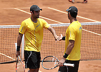 CALI – COLOMBIA – 05-04-2014: Juan Sebastian Cabal y Robert Farah de Colombia celebran el punto contra Victor Estrella y Jose Hernandez de Republica Dominicana durante el dia dos de partidos en el Grupo I de la Zona Americana de la Copa Davis, partidos entre Colombia y República Dominicana en Estadio de Tenis Alvaro Carlos Jordan en la ciudad de Cali. / Juan Sebastian Cabal and Robert Farah of Colombia celebrate a point against Victor Estrella and Jose Hernandez of the Dominican Republic during day two in matches for the Group I of the American Zone Davis Cup, between Colombia and the Dominican Republic, at the Carlos Alvaro Jordan, Tennis  Stadium in the city of Cali. Photo: VizzorImage / Luis Ramirez / Staff.