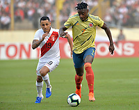 LIMA,PERÚ,09-06-2019:Duván Zapata jugador de Colombia disputa el balón Yoshimar Otun jugador del Perú durante   partido amistoso de preparación para la Copa América de Brasil 2019 jugado en el estadio Monumental de Lima la ciudad de Lima./Duvan Zapata  player of Colombia fights the ball against of Yoshimar Otun player of Peru team during a friendly match in preparation for the 2019 Copa América of Brazil played at Lima's Monumental Stadium in Lima. Photo: VizzorImage / Cristian Alvarez / FCF