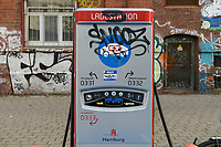 GERMANY, Hamburg, public charging station for e-cars / DEUTSCHLAND, Hamburg, öffentliche Ladestation fuer Elektroautos
