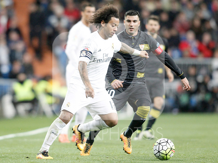 Real Madrid's Marcelo Vieira (l) and Sevilla's Jose Antonio Reyes during La Liga match. March 20,2016. (ALTERPHOTOS/Acero)