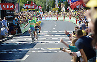 green beats yellow: Peter Sagan (SVK/Tinkoff) beats Chris Froome (GBR/SKY) on the finish line in a most unexpected stage finish<br /> <br /> stage 11: Carcassonne - Montpellier (162km)<br /> 103rd Tour de France 2016