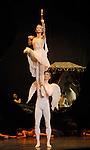 SYLVIA....Choregraphie : MERANTE Louis..Compositeur : DELIBES Leo..Compagnie : Ballet National de Chine..Decor : DAYDE Bernard..Costumes : BINOT Philippe..Avec :..Zhu Yan..Sheng Shidong..Wang Qimin..Lieu : Opera Garnier..Ville : Paris..Le : 09 01 2009..© Laurent Paillier / www.photosdedanse.com..All rights reserved