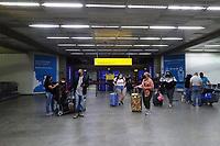 GUARULHOS, SP, 25.05.2021 - AEROPORTO-SP - Movimentação de passageiros na área de desembarque doméstico do Aeroporto Internacional de São Paulo, em Guarulhos, nesta terça-feira, 25. (Foto Charles Sholl/Brazil Photo Press)