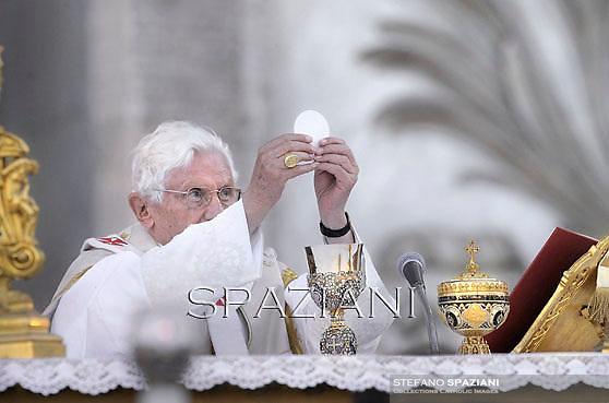 Pope Benedict XVI celebrates a mass in Rome's St John's in Lateran Basilica on June 7, 2012
