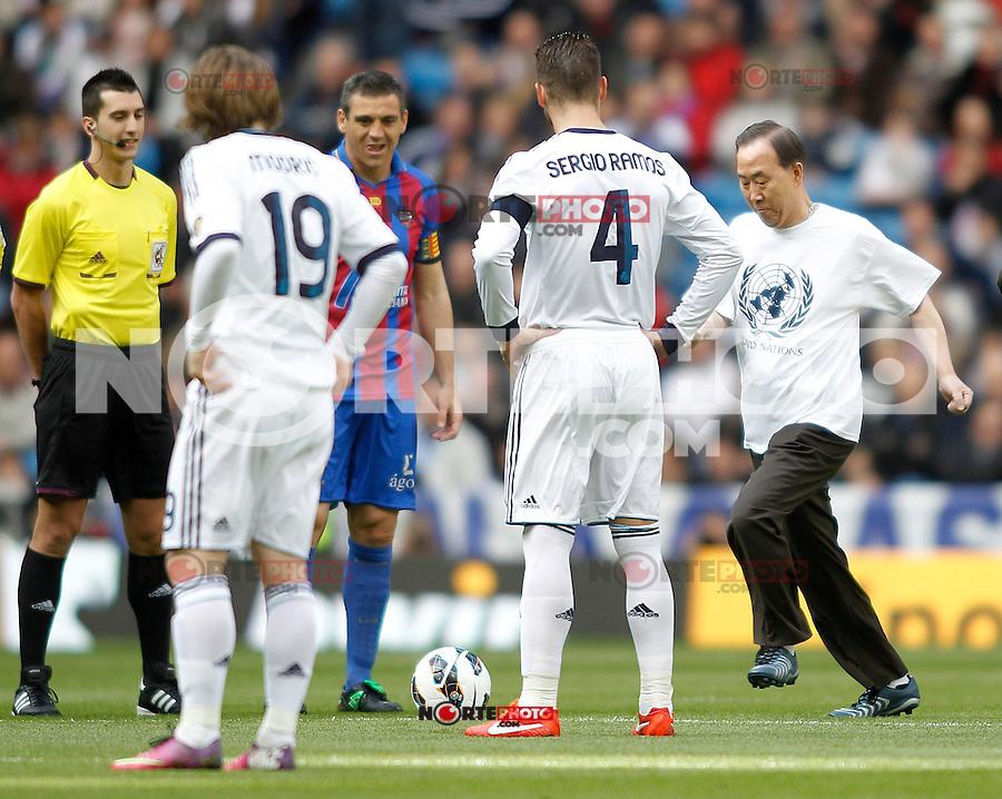 United Nations Secretary-General Ban Ki-moon take a titular kickoff during La Liga BBVA match. April 6, 2013.(ALTERPHOTOS/Alconada)