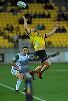 Dane Coles tries to keep the ball in play during the Super Rugby Aotearoa match between the Hurricanes and Chiefs at Sky Stadium in Wellington, New Zealand on Saturday, 8 August 2020. Photo: Dave Lintott / lintottphoto.co.nz