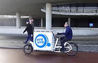 Nederland  Amsterdam - 2 jan 2021.    Nederland - Amsterdam- 2020.  TringTring. Foto mag niet in negatieve / schadelijke context gepubliceerd worden. TringTring is gespecialiseerd in de bevoorrading van (horeca) ondernemingen in de binnenstad van grote steden. Als pioniers op het gebied van vervoer per bakfiets zijn zij al jaren bezig met het oplossen van een steeds groter wordend logistiek probleem: het autoluw worden van stadscentra. Foto ANP / HH / Berlinda van DamFoto : ANP/ HH / Berlinda van Dam