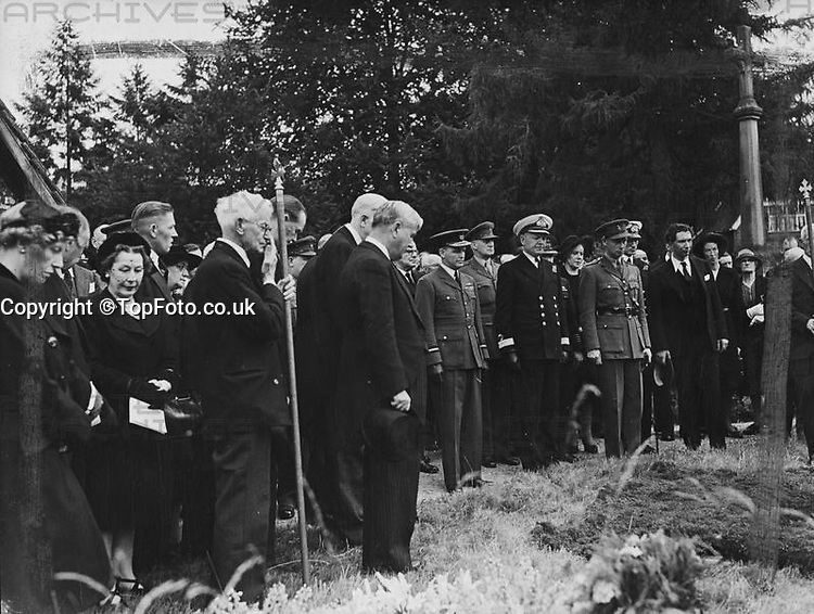 Viscount Bennett, former Prime Minister of Canada, known as the Empire builder, was buried at St Michaels, picturesque 14th century parish church of Mickelham, Surrey, yesterday, a few yards from the drive of the house where he lived in his retirement. The service was conducted by the Bishop of Guildford - Dr J. Macmillan. <br /> Picture shows: the Bishop of Guildford conducting the burial service of Viscount Burnett in the churchyard of St Michaels.<br /> 1 July 1947