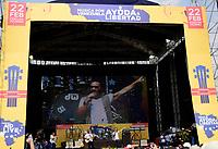 """CUCUTA -COLOMBIA, 22-02-2019.  El cantante argentino Diego Torres hace su presentación durante el concierto """"Venezuela Aid Live"""" que se realiza hoy, 22 de febrero de 2019, en el puente internacional Las Tienditas en la frontera de Cucuta, Colombia con Venezuela, con el objetivo de pedir al gobierno de Nicolás Maduro permitir la entrada de ayuda humanitaria a su país. En el concierto participarán 35 artistas regionales e internacionales en una escenario giratorio. / Atrgentinian singer Diego Torres performs during the concert """"Venezuela Aid Live"""" on the International bridge las Tienditas on the border of Cucuta, Colombia with Venezuela with the objetive of asking to the Maduro's regimen allow the humanitarian aid to income to the Venezuelan territories. In the concert, 35 regional and international artists participate in a revolving stage. Photo: VizzorImage / Manuel Hernandez / Cont"""