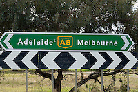 Wegwijzer langs de A8, Australi'