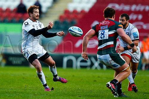 21st November 2020; Welford Road Stadium, Leicester, Midlands, England; Premiership Rugby, Leicester Tigers versus Gloucester Rugby; Danny Cipriani of Gloucester Rugby moves the ball wide