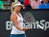 Den Bosch, Netherlands, 10 June, 2016, Tennis, Ricoh Open, Coco Vandeweghe (USA) throw her racket<br /> Photo: Henk Koster/tennisimages.com