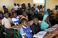 BURKINA FASO, Kaya, children of IDP internal displaced persons, inland refugees, in a catholic school after terrorist attack in their village Dablo / BURKINA FASO, Kaya, Schule der Diozöse Kaya fuer Kinder von IDP Fluechtlingen aus von Islamisten attackierten Doerfern wie Dablo