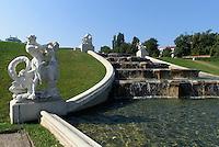 Brunnen im  französischen Garten der barocken Sommerresidenz  Belvedere, Wien, Österreich, UNESCO-Weltkulturerbe<br /> Fountain in the French garden of Baroque summer residence Belvedere, Vienna, Austria, world heritage
