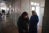 Besonders auf dem Land leben viele in extremer Armut. Örtliche<br />Krankenstationen betreuen die Patienten. Valtinet. Etwa ein Drittel<br />der Weltbevölkerung ist mit dem Tuberkulose-Erreger infiziert,<br />jedoch nur bei etwa zehn Prozent kommt es zu einer aktiven<br />Tuberkulose. Bei 90 Prozent der Infizierten bleibt die Infektion<br />lebenslang latent, ohne Symptome auszulösen. // Moldova is still the poorest country of Europe. Hopes to join the European Union are high. After progress in the past years tuberculosis is on the rise again. The number of new patients raise since 2010 and is on a level that has not been reached since the late 90s.