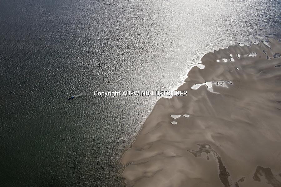 Priele und Sandbänke der Nordsee: EUROPA, DEUTSCHLAND, SCHLESWIG- HOLSTEIN,(GERMANY), 29.09.2010: Priele und Sandbänke der Nordsee bei Ebbe im Wattenmeer