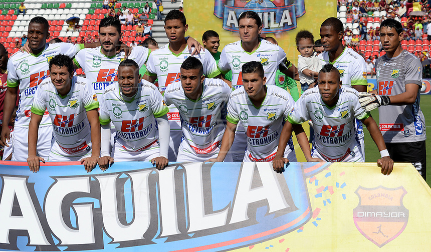 IBAGUÉ -COLOMBIA, 24-06-2015. Jugadores del Atlético Huila posan para una foto previo al encuentro con Deportes Tolima por la fecha 10 de la Liga Aguila II 2016 jugado en el estadio Manuel Murillo Toro de la ciudad de Ibagué./ Players of Atletico Huila pose to a photo prior a match against Deportes Tolima for the date 10 of the Aguila League II 2016 played at Manuel Murillo Toro stadium in Ibague city. Photo: VizzorImage / Juan Carlos Escobar / Str