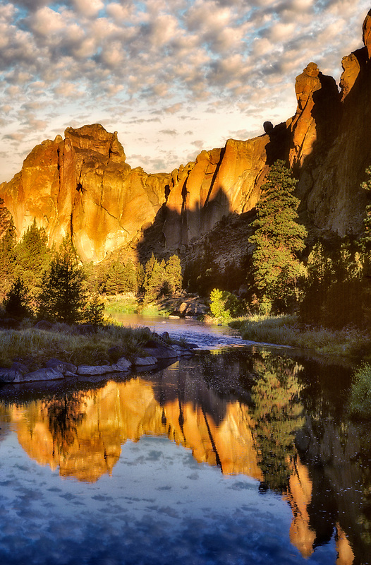 Smith Rock State Park at sunrise. Oregon.