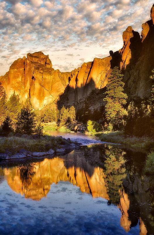 Smith Rock State Park at sunrise. Oregon.