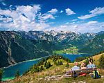 Oesterreich, Tirol, oberhalb Maurach, Blick ueber den Achensee und Pertisau zum Karwendelgebirge   Austria, Tyrol, above Maurach, view at Achen Lake, Pertisau and Karwendel mountains