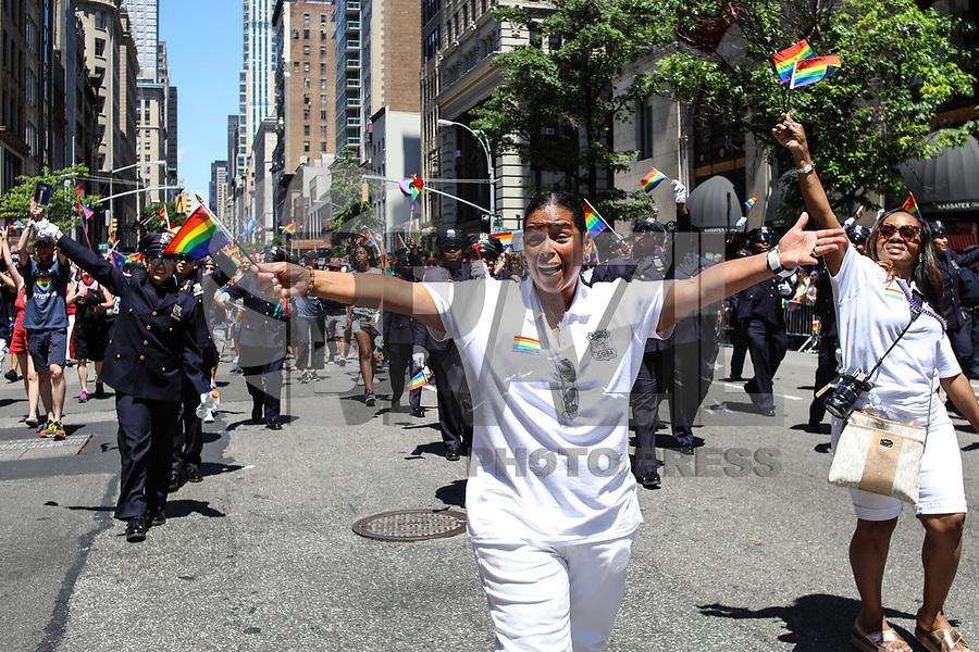 NEW YORK, EUA, 25.06.2017 - PARADA-NEW YORK - Policia de New York (NYPD) durante a Parada do Orgulho LGBT na cidade de New York nos Estados Unidos neste domingo, 25. (Foto: Vanessa Carvalho/Brazil Photo Press)