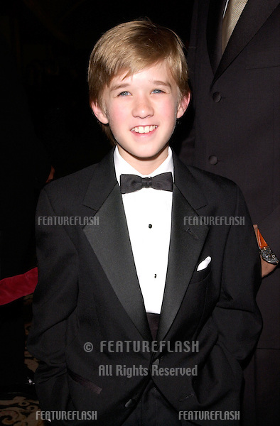 """11MAR2000: """"The Sixth Sense"""" star HALEY JOEL OSMENT at the Directors Guild of America Awards in Los Angeles.                   .© Paul Smith / Featureflash"""