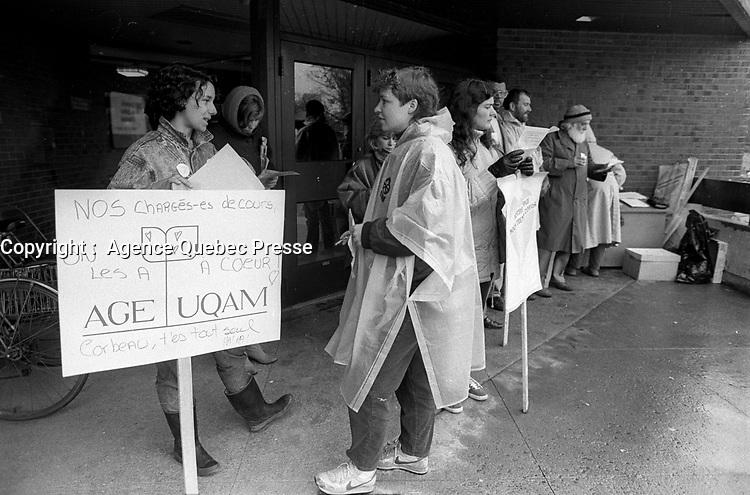 Greve a l'UQAM, 7 avril 1987<br /> <br /> <br /> PHOTO : Agence Quebec Presse