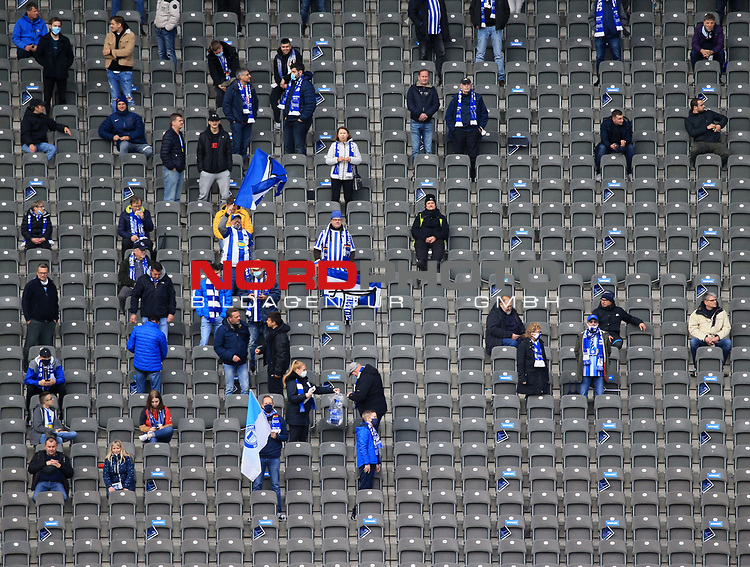 17.10.2020, OLympiastadion, Berlin, GER, DFL, 1.FBL, Hertha BSC VS. VfB Stuttgart, <br /> DFL  regulations prohibit any use of photographs as image sequences and/or quasi-video<br /> im Bild Hertha-BSC-Fans<br /> <br />       <br /> Foto © nordphoto / Engler