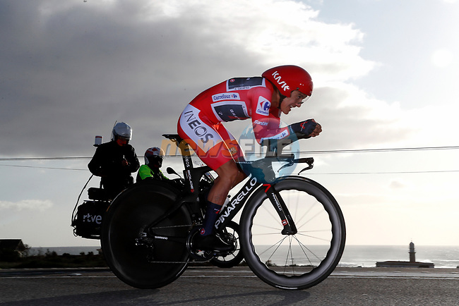 Race leader Richard Carapaz (ECU) Ineos Grenadiers speeds by during Stage 13 of the Vuelta Espana 2020 an individual time trial running 33.7km from Muros to Mirador de Ézaro. Dumbría, Spain. 3rd November 2020. <br /> Picture: Luis Angel Gomez/PhotoSportGomez | Cyclefile<br /> <br /> All photos usage must carry mandatory copyright credit (© Cyclefile | Luis Angel Gomez/PhotoSportGomez)