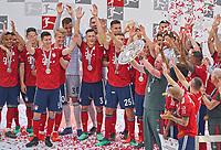 Trainer Cheftrainer Jupp HEYNCKES (FCB) and SCHALE, Thomas MUELLER, MUELLER, FCB 25 Robert LEWANDOWSKI, FCB 9 Joshua KIMMICH, FCB 32 Manuel NEUER, FCB 1 Tom STARKE, FCB 22 <br /> FC BAYERN MUENCHEN - VFB STUTTGART<br /> Football 1. Bundesliga , Muenchen,12.05.2018, 34. match day,  2017/2018, , 28.Meistertitel, <br />  *** Local Caption *** © pixathlon<br /> Contact: +49-40-22 63 02 60 , info@pixathlon.de
