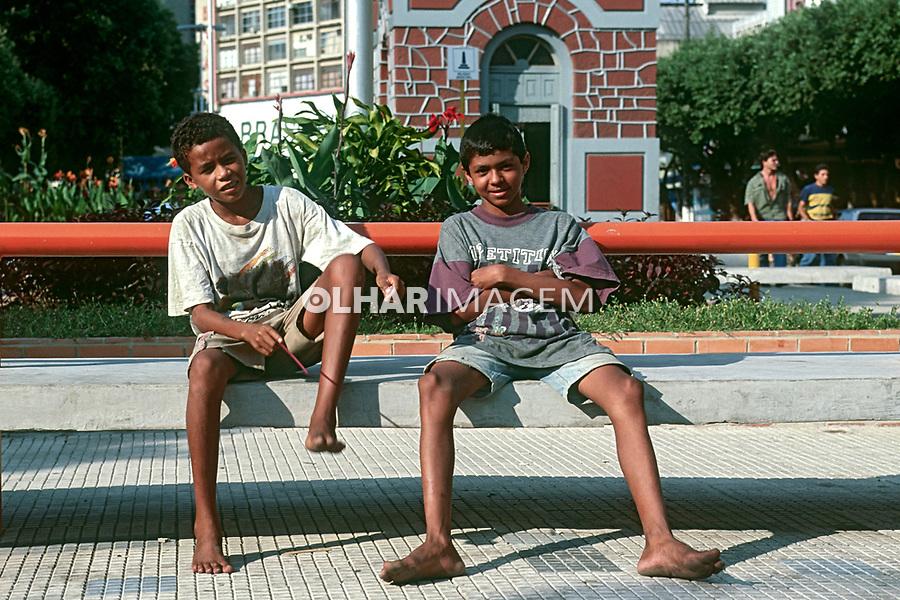 Menores de rua em Manaus, Amazonas. 1995. Foto de Juca Martins.