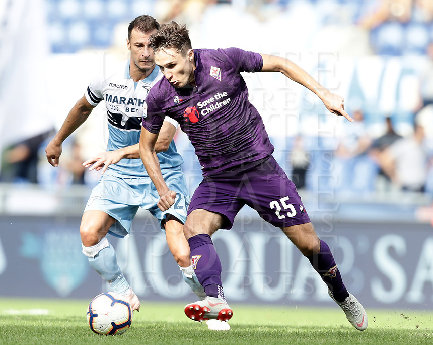Football, Serie A: S.S. Lazio - Fiorentina, Olympic stadium, Rome, 7 ottobre 2018. <br /> Lazio's Stefan Radu (l) in action with Fiorentina's Federico Chiesa (r) during the Italian Serie A football match between S.S. Lazio and Fiorentina at Rome's Olympic stadium, Rome on October 7, 2018.<br /> UPDATE IMAGES PRESS/Isabella Bonotto