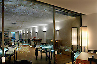 un ex bunker dell'esercito svizzero sotto il passo del San Gottardo, è sato trasformato in un lussuoso hotel e centro congressi..inside the San Gottard montain, in an ex bunker of Switzerland army, exists an luxury hotel and meeting center: La Claustra
