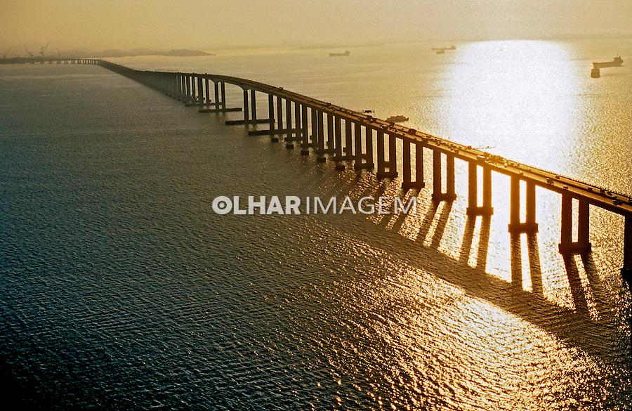 Ponte Rio-Niterói e Baía de Guanabara. Rio de Janeiro. 2000. Foto de Ricardo Azoury.