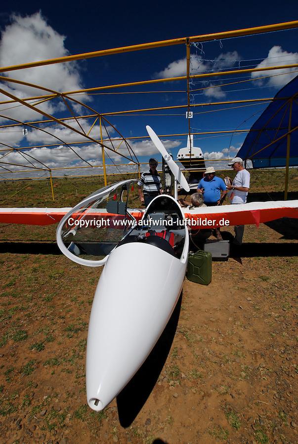 Wartung: AFRIKA, SUEDAFRIKA, 17.12.2007: EB 28,  Aufruesten, Gariepdam, zusammenbauen, montieren, Flaeche, Rumpf, WartungAufwind-Luftbilder