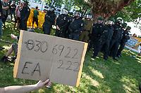 """Bis zu 5.000 Menschen kamen am Samstag den 5 Juli 2014 in Berlin zu einer Demonstration unter dem Motto """"Bleiberecht fuer Alle!"""". Aufgerufen zu der Demonstratiion hatten verschiedene linke und antirassistische Gruppen, nachdem ein Teil Kreuzbergs 10 Tage lang von etwa 1.000 Poliziten abgeriegelt worden war. Der gruene Baustadtrat Kreuzbergs hatte die Raeumung einer von Fluechtlingen besetzten Schule beantragt, wo gegen sich ca. 40 Fluechtlinge und Unterstuetzer zur Wehr gesetzt hatten. Die durch die Absperrungen betroffenen Anwohner der Schule hatten sich mit den Schulbesetzern solidarisiert. Sie wurden von der Polizei 10 Tage lang drangsaliert und konnten nur nach Abgabe ihrer Personalien ihre Wohnungen oder Arbeitsstaetten betreten.<br /> Die Demonstration wurde nach Polizeiangaben von bis zu 890 Beamten aus mehreren Bundeslaendern begleitet, mehrfach kam es zu Festnahmen von Demonstrationsteilnehmern.<br /> 5.7.2014, Berlin<br /> Copyright: Christian-Ditsch.de<br /> [Inhaltsveraendernde Manipulation des Fotos nur nach ausdruecklicher Genehmigung des Fotografen. Vereinbarungen ueber Abtretung von Persoenlichkeitsrechten/Model Release der abgebildeten Person/Personen liegen nicht vor. NO MODEL RELEASE! Don't publish without copyright Christian-Ditsch.de, Veroeffentlichung nur mit Fotografennennung, sowie gegen Honorar, MwSt. und Beleg. Konto: I N G - D i B a, IBAN DE58500105175400192269, BIC INGDDEFFXXX, Kontakt: post@christian-ditsch.de<br /> Urhebervermerk wird gemaess Paragraph 13 UHG verlangt.]"""