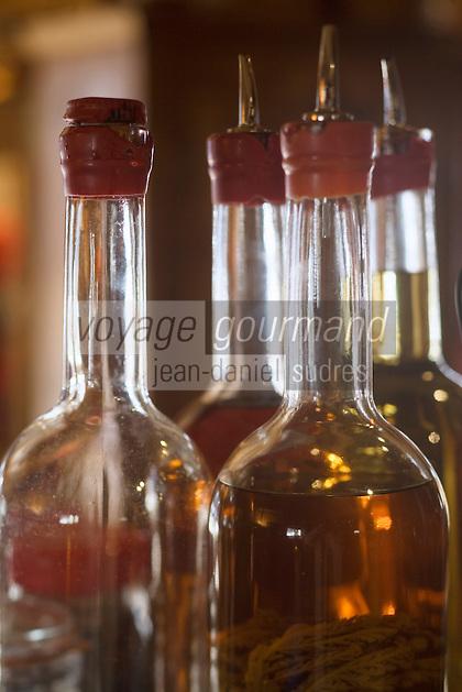 """Europe/France/Rhône-Alpes/73/Savoie/Notre-Dame-de-Bellecombe: Restaurant,Ferme Auberge,""""La Ferme de Victorine"""" - détail du bar du restaurant - les liqueurs aux herbes des  montagnes"""